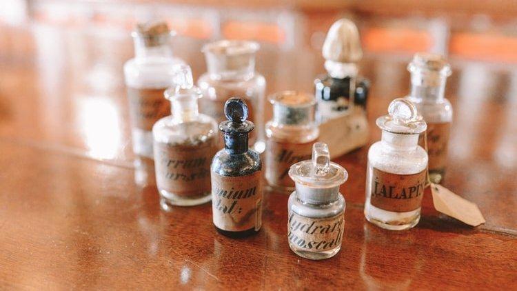 Vaccino, siero, antidoto, bugiardino. Bagattella semiseria sull'uso (improprio) di termini scientifici in tempo di pandemia e infodemia
